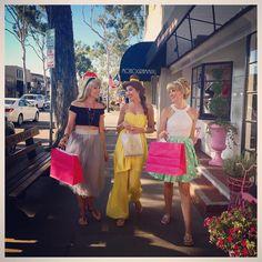 Friends, Fun, shopping what more could you ask for? ✨ #princessperplexity #blondetouragebythebay #balboaisland #newport #princessaurora #aurora #sleepingbeauty #briarrose #princessbelle #belle #beautyandthebeast #princesscinderella #cinderella #disneybound #disneybounding #disneycosplay #cosplay #cosplayer #cosplayers #princess #princesses #princesslife #friends #girlfriends #girltime #streetstyle #princessfriends #strolling #shopping