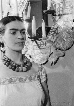 Frida Kahlo big beads, loose blouse