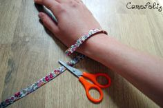 Bracelet Bebe, Crochet Bracelet, Bracelets Liberty, Liberty Fabric, Fabric Jewelry, Activities For Kids, Jewelry Accessories, Jewelry Making, Jewels