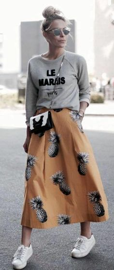 Amazing Work Outfit Ideas With Sneakers Spring Casual Style Printed Sweatshirt Plus Bag Plus Midi Skirt Plus White Sneakers Business Professional Dress, Professional Dresses, Sneaker Outfits, Girly Outfits, Skirt Outfits, Plaid Fashion, Fashion Outfits, Teen Fashion, Womens Fashion