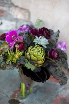 Who says you can only do a centerpiece with flowers? Why not combine beautiful vegetables like this artichoke, or mix in some fruit?