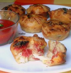 Muffins salados con gusto a pizza-Mabel Mendez Pizza Muffins, Quiches, No Cook Meals, Kids Meals, Pepperoni Pizza Puffs, Muffin Tin Recipes, Mouth Watering Food, Breakfast Lunch Dinner, Healthy Muffins