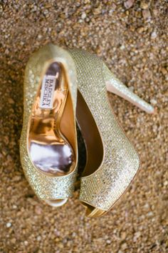 Sparkly gold wedding shoes rock!!