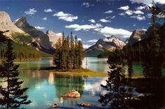 Île Spirit, Lac Maligne, parc national de Jasper, Canada Affiche