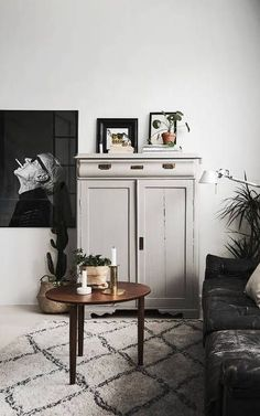 Home with a great art wall - via Coco Lapine Design /contemporary apartments