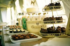 Additional photos provided by wedding photographer. After months and months of planning the wedding is finally over. I have been kinds of obsessing about this since my friend Leigh Ann asked me to make the cupcakes for her wedding. We did several rounds of tastings, built a Pinterest board, and spent several months deciding on …