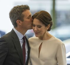 Crown Prince Frederik and Crown Princess Mary spent third and final in Germany. Programme Grand Opening of the business delegation's programme in Munich Opening of Fritz Hansen exhibition Visit at the sector seminar Healthy Living Business luncheon Visit at Fraunhofer Institute Programme
