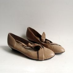 vintage heels shoes 1980s taupe beige leather by diaphanousvintage
