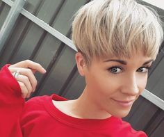The wedge hairstyles give women a retro look. Find the best advice as well as hot picture of the Best Short Wedge Haircuts for Chic Women. Straight Black Hair, Short Brown Hair, Short Blonde, Short Hair Cuts, Short Hair Styles, Short Stacked Wedge Haircut, Short Wedge Hairstyles, Straight Hairstyles, Shampoo For Gray Hair