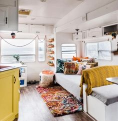 Beautiful RV Makeover Camper Makeover This is the first article in a series of articles about beautiful RV makeovers. If you have an RV and are thinking about how to spruce it up, you are . Motorhome Interior, Camper Interior, Travel Trailer Interior, Travel Trailer Remodel, Rv Makeover, Bright Homes, Camper Renovation, Remodeled Campers, Rv Living