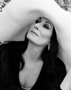 Anjelica Huston. Although they never lived together, her on-and-off relationship with Jack Nicholson spanned 16 years, from 1973 to 1989.