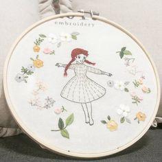 "486 Likes, 11 Comments - 마로 (@maro_embroidery) on Instagram: ""앤을 꼭 수놓아 보고 싶었어요~~^^ #따라하지마세요  #자수나무  #프랑스자수  #마로작업실"""