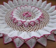 Home Decor Crochet Patterns Part 64 - Beautiful Crochet Patterns and Knitting Patterns Crochet Doily Patterns, Thread Crochet, Crochet Designs, Crochet Crafts, Crochet Doilies, Crochet Yarn, Crochet Flowers, Crochet Stitches, Crochet Projects