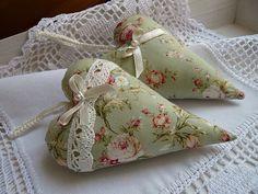 Dekorační srdíčko ~ jemně zelené s růžičkami