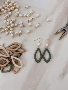 Diy Clay Earrings, Polymer Clay Jewelry, Earrings Handmade, Polymer Clay Crafts, Handmade Jewelry, Jewelry Crafts, Handmade Accessories, Diy Jewelry Inspiration, Jewelry Ideas