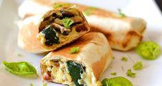 Reggeli burrito recept   APRÓSÉF.HU - receptek képekkel Hot Dog Buns, Hot Dogs, Salty Foods, Burritos, Fresh Rolls, Cheddar, Hamburger, Sandwiches, Good Food