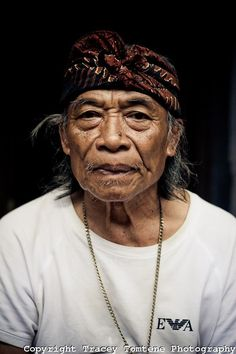 ubud, bali, indonesia - meet ketut liyer of eat, pray, love fame - this is the REAL ketut! Bali Baby, Beautiful People, Beautiful Pictures, Bali Lombok, Old Faces, Beauty In Art, Eat Pray Love, Ageless Beauty, Pictures Of People