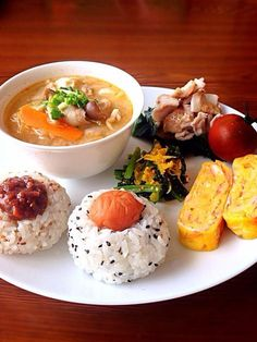 Japanese Breakfast Recipes Healthy is Among the Beloved Breakfast Recipes Of Many People Across the World. Besides Easy to Make and Great Taste, This Japanese Breakfast Recipes Healthy Also Healthy Indeed. Sweet Potato Dumplings, Healthy Breakfast Recipes, Healthy Recipes, Onigirazu, Table D Hote, Plate Lunch, Japanese Dishes, Japanese Meals, Food Plating
