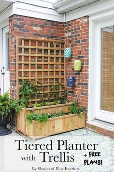 tier pergola plans How to build a cedar tiered planter with trellis. Perfect for a patio for veggie. How to build a cedar tiered planter with trellis. Perfect for a patio for veggies or filled with flowers and vines for privacy. Garden Planters Uk, Garden Boxes, Diy Planters, Planter Box With Trellis, Diy Trellis, Clematis Trellis, Privacy Trellis, Privacy Planter, Flower Trellis