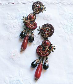 Designed by Indil Creazioni. #soutache #bordeaux #black #earrings #earringsoutache #indilatelier https://www.facebook.com/indilatelier/