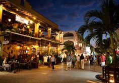 """""""NightLife"""" / 5°ta avenida, Playa del Carmen..  Quintana Roo, México"""