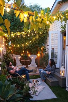 Wood Be Loved where even small garden spaces create joy of heart and a place to gather for picnics and BBQ from Whitney Leigh Morris of Tiny Canal Cottage garden Small Garden Ideas For Tiny Outdoor Spaces Summer 2018 garden inspiration tiny houses Small Backyard Gardens, Small Space Gardening, Small Gardens, Backyard Patio, Diy Patio, Rustic Backyard, Modern Backyard, Small Backyard Landscaping, Small Garden Summer House Ideas