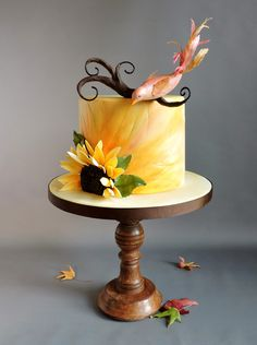 Autumn Bird - Amber Adamson's Creamy Paint method - wafer paper for the bird feathers. The bird is made from 50/50 fondant and modeling chocolate. The branch is made from wire wrapped in foil and covered with modeling chocolate.