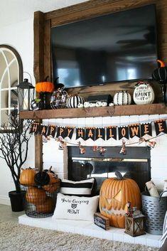 Spooky Halloween, Halloween Fireplace, Fete Halloween, Halloween Porch Decorations, Halloween Home Decor, Fall Home Decor, Holidays Halloween, Fall Mantle Decor, Halloween Halloween