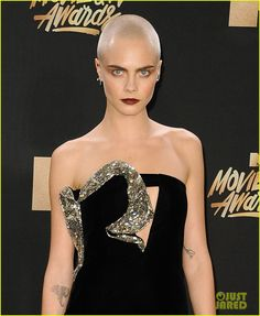 cara delevingne bald head ... Wow. She looks sexy as hell. Love the look. #baldisfeminine #ladybald