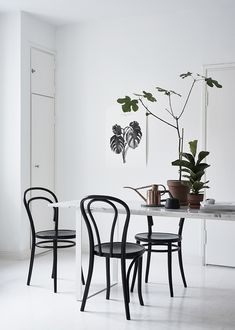 "homedesigning: ""(via 50 Stunning Scandinavian Style Chairs To Help You Pull Off The Look) "" Dining Room Inspiration, Interior Inspiration, Canapé Design, House Design, Home Furniture, Furniture Design, Bentwood Chairs, Interior Decorating, Interior Design"