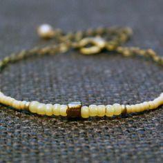 Bracelet discret gourmette perles rocailles