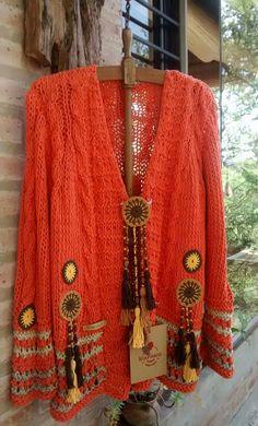 Abrigos Crochet Coat, Crochet Jacket, Knitted Poncho, Crochet Cardigan, Crochet Motif, Crochet Clothes, Dress Indian Style, Crochet Fashion, Pretty Outfits