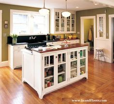 4 Hardy Hacks: Condo Kitchen Remodel Builder Grade kitchen remodel on a budget design.Country Kitchen Remodel Copper Sinks old kitchen remodel beams.Apartment Kitchen Remodel Back Splashes. Kitchen Design Small, Small Kitchen Island, Vintage Kitchen, Kitchen Remodel, Small Kitchen Layouts, Kitchen Island Design, White Kitchen Traditional, Small Kitchen Design Layout, Traditional White Kitchen Cabinets