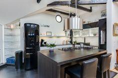 Moderni keittiö vanhassa jugend-talossa