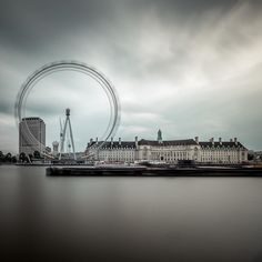 """Londongramer: """"Foto épica de @ steven.maddison em #LondonEye!  🙌🏼 O céu cinzento está ficando um pouco chato embora ....  Se você quer mais luz do sol em sua vida, datilografe MAIS SOL POR FAVOR!  Abaixo e temos certeza que podemos fazer isso acontecer juntos!  -benzóico."""