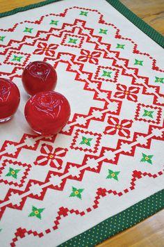 Toalha de mesa com ponto cruz de Natal - DIY, Christmas, Craft