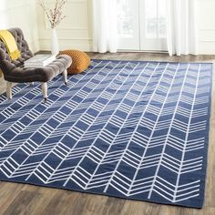 Safavieh's Kilim collection is inspired by timeless traditional designs crafted with the softest wool available. This rug is crafted using a hand-woven construction with a wool pile and features main