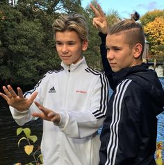 So cute 😘 Cute Twins, Cute Boys, Bars And Melody, Dream Boyfriend, Bff Tattoos, Love U Forever, You Are My Life, Handsome Boys, New Music