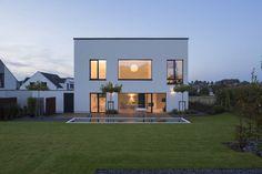 Bei diesem modernen Einfamilienhaus wurde mit kreativen…