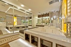 Suítes master – veja modelos maravilhosos de quartos e banheiros para casais!