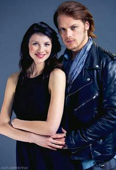 Sam Heughan and Caitriona Balfe from the Outlander series jamie and claire! Claire Fraser, Jamie Fraser, Jamie And Claire, Outlander Book Series, Outlander Casting, Outlander Tv Series, Outlander 2016, Sam Heughan Et Caitriona Balfe, Sam Heughan Outlander