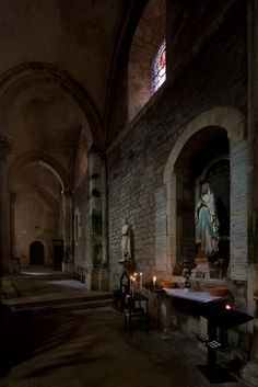 Altar of the Virgin Mary, Collegiale Saint Lazare, Avallon (Yonne) (Photo by Dennis Aubrey) Romanesque Architecture, Virgin Mary, Altar, Over The Years, Saints, Places To Visit, Blessed Virgin Mary, Blessed Mother, Roman Architecture