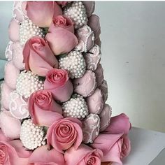 Strawberries and Co, beautiful chocolate strawberries with roses. Tea Party Desserts, Tea For One, Cream Tea, Chocolate Strawberries, High Tea, Afternoon Tea, Birthdays, Strawberry, Entertaining