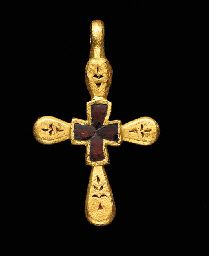 A BYZANTINE GOLD AND GARNET PENDANT CROSS                                                                                                                                                                       CIRCA 600 A.D.