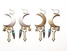 Schwestern des Mondes Charme Edition Ohrringe in Gold oder Silber mit Federn…