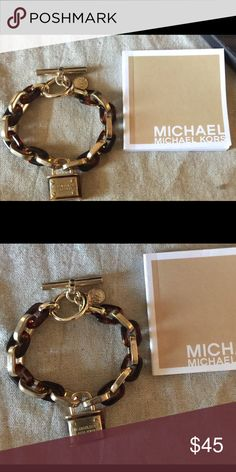 MK Gold Tortoise Link Bracelet with Padlock MK bracelet has been used a few times but in excellent condition KORS Michael Kors Jewelry Bracelets