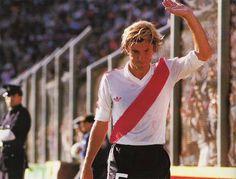 Mostaza Merlo. #River #Mediocampista #Classic Fc Barcelona, Soccer, Football, Mens Tops, Carp, T Shirt, Vintage, Thankful, Mariana