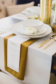 Gold table decor details