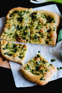 Crazy Green Fruits: Focaccia à l'ail des ours // Wild leek focaccia Plat Vegan, B Recipe, Wild Garlic, Green Fruit, Fresh Herbs, Vegetable Pizza, Italian Recipes, Veggies, Food And Drink