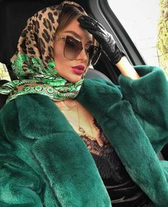 The scarf is a must have accessory for any elegant woman and here are 11 ways on how to wear a scarf: learn how to buy a scarf and style it like a pro! Nude Scarves, How To Wear Scarves, Paris Chic, Fashion Images, Fashion Tips, Fashion Fashion, Vintage Fashion, Victorian Fashion, Fashion Black